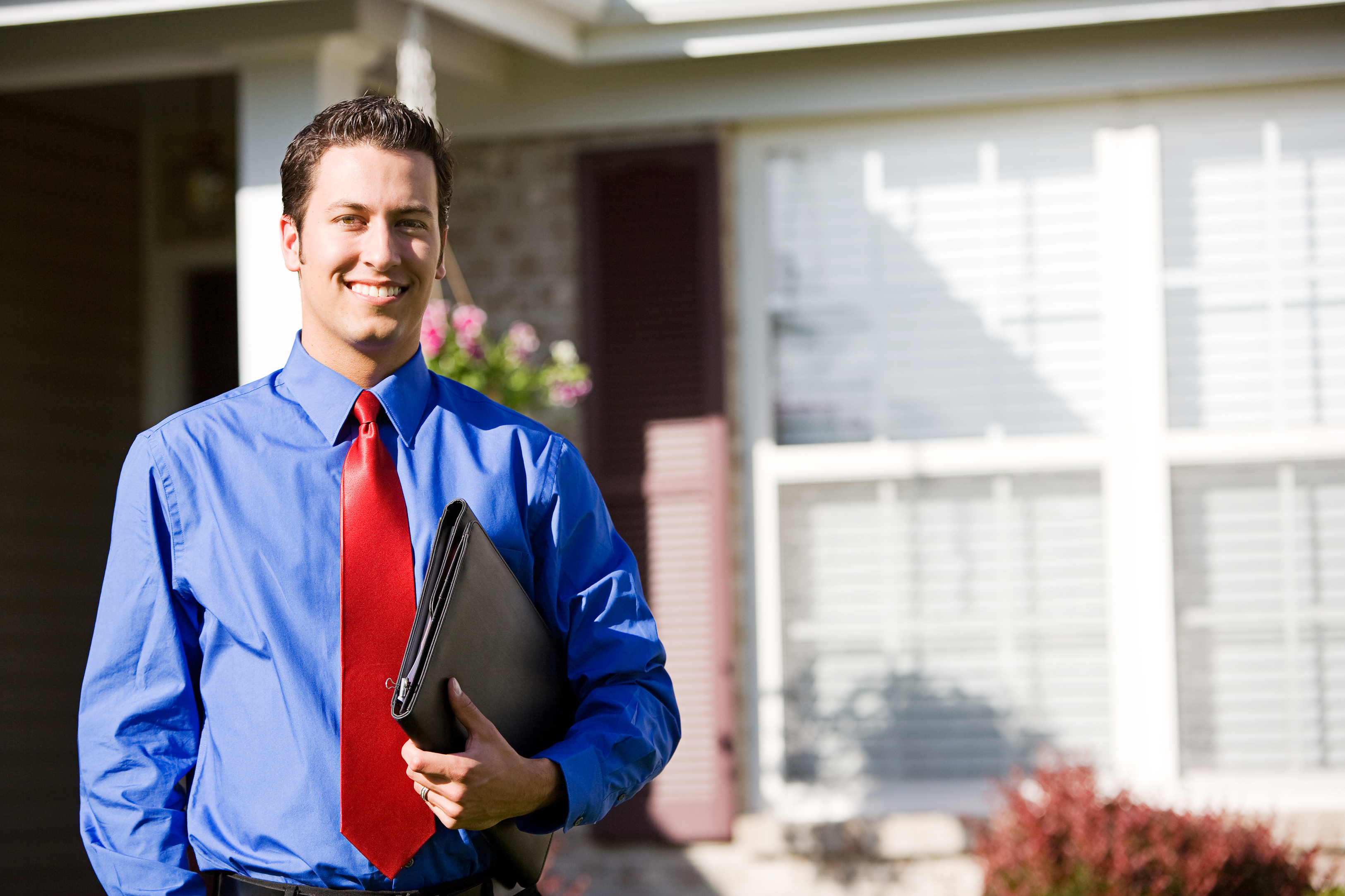9 Top reasons to Contact a Real estate Agent